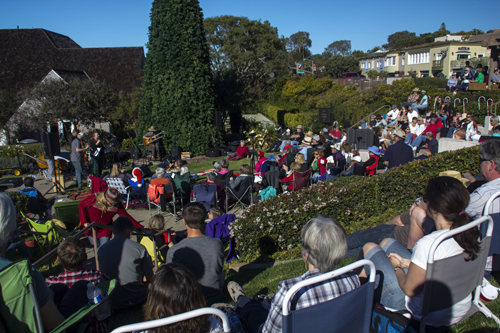 Del Mar on Christmas Eve — how it looked from the audience. photo by Bob Snell