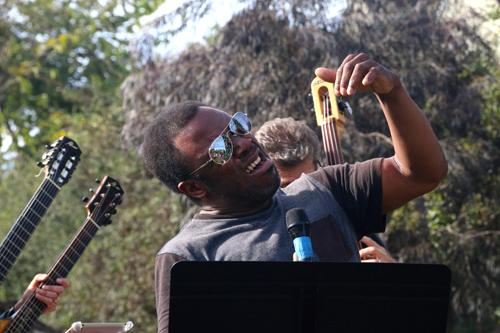 Leonard sound shifting at Del Mar's outdoor park. photo by Hiro Ikezi