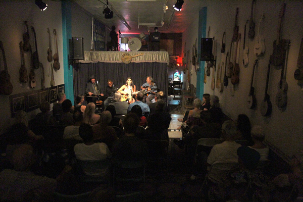 Java Joe's with Gregory Page, Leonard Patton, Nina Francis, and Peter Sprague. photo by Dennis Anderson